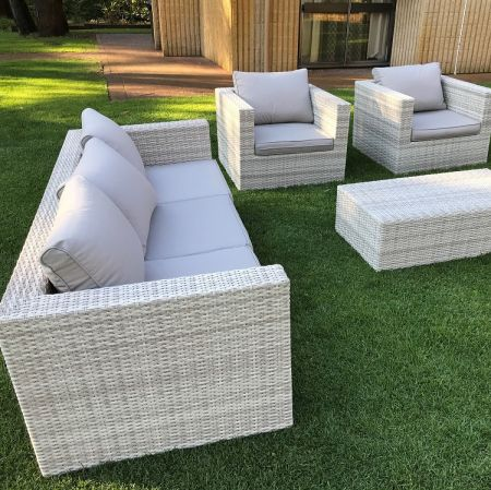 Wicker Lounge suite